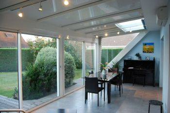 veranda contemporaine eclairage led integre puits de lumiere integres rupture de pentes Idron